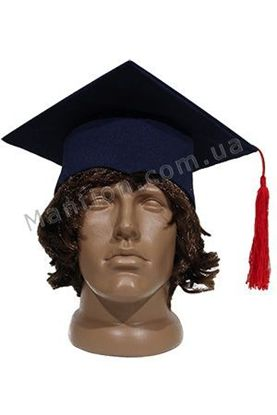 Квадратная шапка с кисточкой